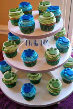 Wild Kratt Cupcakes Marble choco/vanilla cupcakes with vanilla buttercream… 5th Birthday Party Ideas, Kids Birthday Themes, Halloween Birthday, Boy Birthday Parties, 7th Birthday, Cupcake Day, Wild Kratts, Graduation Cupcakes, Dog Cakes