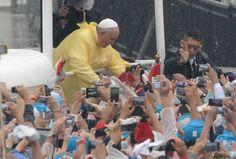 Pape François - Pope Francis - Papa Francesco - Papa Francisco : 18 janvier 2015 : Papa Francesco a Manila, nelle FilippineTra 6 e 7 milioni di fedeli sotto la pioggia per la messa conclusiva del pontefice nelle Filippine. «Povertà, ignoranza e corruzione sfigurano il mondo».