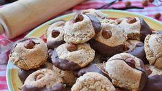 Pokud budete potřebovat na přípravu vánočního cukroví čokoládu, bude se vám hodit několik rad. Best Butter Cookie Recipe, Gluten Free Peanut Butter Cookies, Healthy Cookies, Cookie Recipes, Dessert Recipes, Desserts, Sugar Free Baking, Allergy Free Recipes, Homemade Cookies