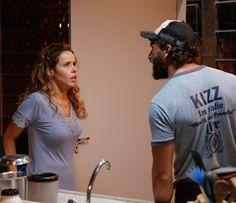 Gilda toma um susto com a revelação de Dino (Foto: Pedro Carrilho/Gshow)