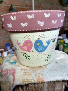 Decorated pots - Deco How to Crafts Flower Pot Art, Flower Pot Design, Clay Flower Pots, Terracotta Flower Pots, Flower Pot Crafts, Clay Pots, Painted Plant Pots, Painted Flower Pots, Painted Pebbles