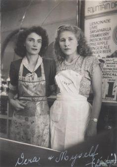 +~+~ Vintage Photograph ~+~+  Waitresses at Londy's Café, Ipswich,  c.1949
