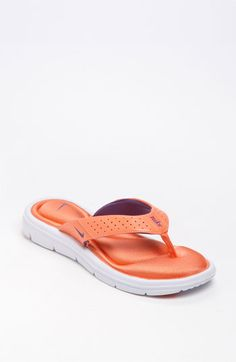 super comfy nike flip-flops :)