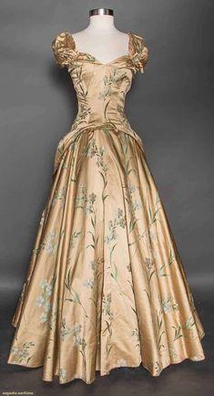 Vintage Gowns, Mode Vintage, Vintage Outfits, Vintage Evening Gowns, Vintage Clothing 1940s, 1940s Clothes, 1940s Fashion, Victorian Fashion, Vintage Fashion