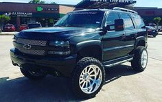 I quite simply am keen on this finish color for this car Lifted Chevy Tahoe, Lifted Chevy Trucks, Chevrolet Tahoe, Gm Trucks, Chevrolet Trucks, Chevrolet Silverado, Gmc Vehicles, Custom Trucks, Dream Cars