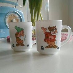 Set of 2 vintage disney / arcopal mugs par PolleenShop sur Etsy