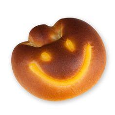 부드러운 빵에 달콤 부드러운 커스터드 크림이 담긴 간식빵