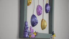 Hast du schon die Osterdeko ausgepackt?  Wir haben noch eine Idee für dich :-) Wind Chimes, Outdoor Decor, Home Decor, Paper, Easter Bunny, Craft Tutorials, Picture Frames, Decoration Home, Room Decor
