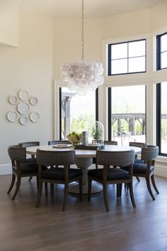 Huge round dining table with gorgeous chandelier in the French Moderne Manor – Alice Lane Home Interior Design Large Round Dining Table, Modern Dining Table, Dining Room Table, Dining Chairs, French Interior Design, Luxury Interior Design, Modern Interior, Alice Lane Home, Kitchen Flooring