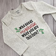 Baby Christmas Outfit: Mistletoe Onesie with Your Cricut Make this baby Christmas outfit with your Cricut and Cricut EasyPress! A cute mistletoe onesie that will look great on baby! Includes the cut file! - Cute Adorable Baby O Winter Baby Clothes, Baby Winter, Baby Shirts, Onesies, Christmas Party Outfits, Christmas Crafts, Christmas Shirts For Kids, Burlap Christmas, Winter Christmas