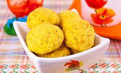 Acești biscuiți pot fi consumați ca gustare sănătoasă – mai ales pentru copii, sau pot fi serviți la masa de dimineață sau de seară, cu o ceașcă de ceai, lapte ori cafea.