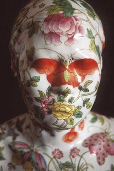 From left to right: Ah Xian, China China – Bust 34 1999. Porcelain, underglaze paint, 42 x 40 x 22 cm. Ah Xian, China China – Bust...