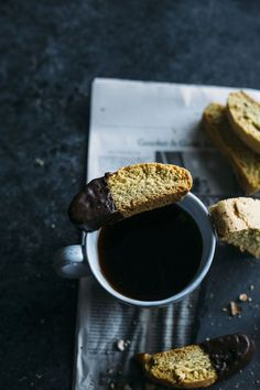 French Delicacies Essentials - Some Uncomplicated Strategies For Newbies Almond Biscotti Making Your Own Biscotti Is Easier Than You'd Think, And This Biscotti Is Bursting With Almond-Y Flavor Healthy Desserts, Delicious Desserts, Cookie Recipes, Dessert Recipes, Sliced Almonds, Light Recipes, Food Photography, Dark Photography, Cookies