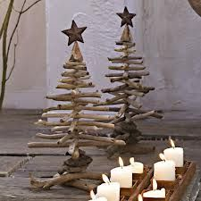 Crafting ideas for Christmas: making a creative Christmas tree - DIY Decorations Noel Christmas, Winter Christmas, Christmas Ornaments, Rustic Christmas, Christmas Ideas, Driftwood Christmas Tree, Creative Christmas Trees, Xmas Trees, 242