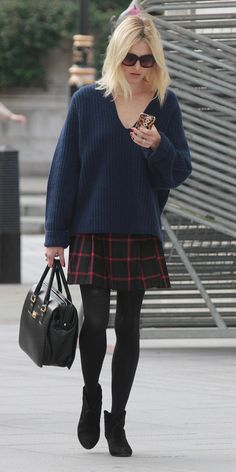 Fearne cotton chunky sweater and plaid skirt with opaque tights. // #StreetStyle
