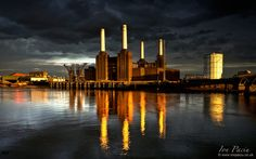 This photo from London, England is titled 'Battersea Power Station'. Photography Tours, School Photography, London Photography, Battersea Power Station, Art Deco Stil, Empire, London Night, London Architecture, London Pictures