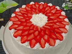 Erdbeertorte mit zarter Joghurtcreme, ein leckeres Rezept mit Bild aus der Kategorie Torten. 213 Bewertungen: Ø 4,4. Tags: Backen, Frucht, Frühling, Torte