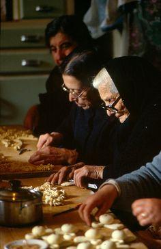Lavorazione dei pani di San Giuseppe
