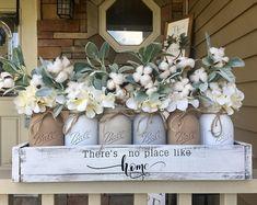Kitchen farmhouse chic mason jars Ideas for 2019 Pot Mason Diy, Mason Jar Crafts, Lavender Decor, Decoration Gris, Colored Mason Jars, Cotton Decor, Cotton Crafts, Cotton Wreath, Mason Jar Centerpieces