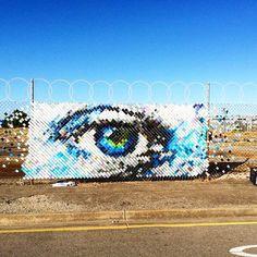 Hyde and Seek – Du street art coloré avec des gobelets en plastique 3d Street Art, Murals Street Art, Amazing Street Art, Street Art Graffiti, Graffiti Bridge, Verona, Installation Street Art, Art Public, Instalation Art