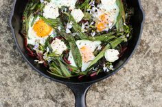 Spring greens skillet with ramps and chard Leek Recipes, Vegetarian Recipes, Healthy Recipes, Healthy Foods, Yummy Recipes, Wild Leek Recipe, Protein Pudding, Spring Green, Yummy Food