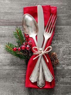 Christmas Dining Table, Christmas Table Settings, Christmas Tablescapes, Christmas Table Decorations, Christmas Mood, Simple Christmas, All Things Christmas, Christmas Crafts, Elegant Christmas