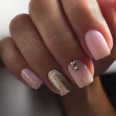 False nails have the advantage of offering a manicure worthy of the most advanced backstage and to hold longer than a simple nail polish. The problem is how to remove them without damaging your nails. Gold Nail Designs, Cute Nail Art Designs, Short Nail Designs, Acrylic Nail Designs, Acrylic Nails, Nails Design, Awesome Designs, Coffin Nails, Gel Pedicure
