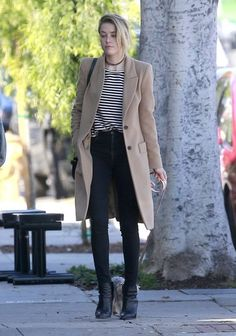 Amber Heard Ankle Boots - Amber Heard teamed black ankle boots with skinny jeans and a beige coat for a day out in Los Feliz.