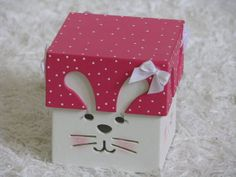 Caixa em MDF com desenho de coelhinho vazado R$ 18,00