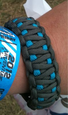 An awesome paracord bracelet that I made :) - Imgur