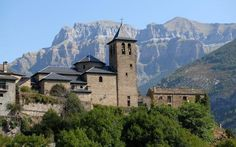 See dinosaurs, castles and monasteries in Spain!!! Journey into the Lost Kingdom of Aragon in North East Spain. Really interesting post!! Don't miss it!!