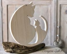 Creazione in legno intagliata a mano - Welcome to our website, We hope you are satisfied with the content we offer. Small Wooden Projects, Wooden Crafts, Wood Craft Patterns, Wood Carving Patterns, Wood Animal, Animal Decor, Cat Crafts, Home Crafts, Wood Cat