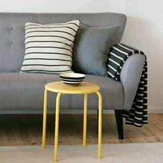 Depth through texture Scandi Living, S Mo, Soft Furnishings, Scandinavian Design, Blankets, Minimal, Cushions, Throw Pillows, Texture