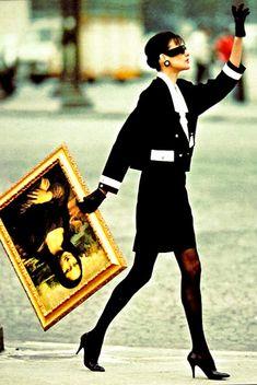 Inès de la Fressange - Chanel - Mona Lisa love this ad campaign Vintage Chanel, Vintage Vogue, Vintage Fashion, Vintage Paris, Mona Lisa, French Fashion, Look Fashion, Ad Fashion, Classy Fashion
