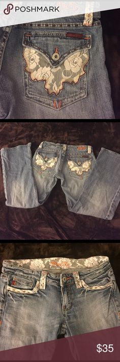Miss me jeans 29!! Miss me rose lace jeans! Size 29. Excellent used condition. Some scuffing on bottom. No rips or tears. Length 35 inseam 28 waist 15 1/2 rise 7 leg 8 1/2 Miss Me Jeans Flare & Wide Leg