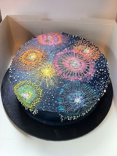 NYE Fireworks Cake More cake decorating recipes kuchen kindergeburtstag cakes ideas Pretty Cakes, Cute Cakes, Beautiful Cakes, Amazing Cakes, Katy Perry, Fireworks Cake, Decoration Patisserie, New Year's Cake, Macaron