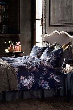 As the days grow shorter and darker, our favorite summer florals are coming over to the dark side, showing up in deep hues on wallpaper, textiles and even tiles Dream Bedroom, Bedroom Wall, Bedroom Decor, Old Headboard, Hm Home, Dark Interiors, Trendy Bedroom, Dark Romantic Bedroom, Feminine Bedroom