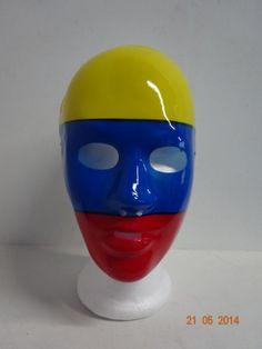 Mascara tricolor plástica. #ArticulosParaElMundialMedellin #FiestasTematicasArmenia