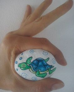Tartaruga marina ...si aggiunge alla 'Banda del mare' Painted stone Sassi dipinti #sassidipinti #dipintisupietre #paintedstone #artrock #handmade #artigianato #giftidea #idearegalo #cuteanimal #animals #seaanimals #sea #seanature #ocean #wildnature #nature #loveanimals #lovelife #tartarugamarina #seaturtle #bubbles #painting #drawing #paintwithlove #cinzialemiecreazioni