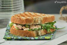 Sandwich de pollo y vegetales