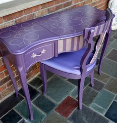 French Provincial vanity desk/ make-up table with a pop-up mirror and chair painted in metallic purple on Etsy, 264,39 €