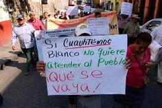 Manifestantes lanzan huevazos a alcaldía de Cuernavaca por 'plantón' de 'El Cuau'
