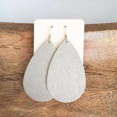 lightweight earrings - so pretty #nickelandsuede #leatherearrings #luxelinen
