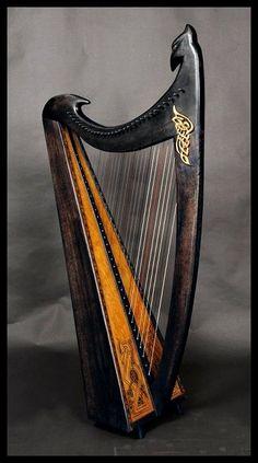 Folk harp by Paola Brancato. 30 carbon strings of pure, ravishing beauty.