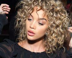 7 dicas para tratar o cabelo cacheado ressecado e devolver o brilho aos cachos
