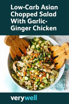 A low-carb salad doesn't have to be boring and unsatisfying. This protein-packed recipe for Asian chopped salad is packed with fresh flavors! Healthy Gluten Free Recipes, Low Carb Recipes, Healthy Soup, Healthy Eating, Garlic Ginger Chicken, Asian Chopped Salad, Diet And Nutrition, Soup And Salad, Meals