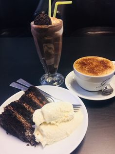 Vegan chocolate cake heaven in Exeter – Super Savvy Vegan Vegan Chocolate, Chocolate Cake, Vegan Cake, Exeter, Ethnic Recipes, Food, Heaven, Chicolate Cake, Chocolate Cobbler