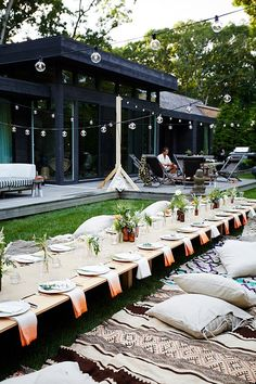 outdoor entertaining // summer parties | Repinned by Itzy Ritzy