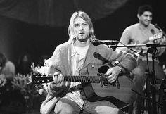 Per rimanere sempre in collegamento con la prima silhouette avevo pensato di utilizzare come capo d'abbigliamento leggero il maglioncino che Kurt Cobain ha utilizzato per svariati suoi concerti, come per il concerto acustico tenutosi il 18 novembre 1993 per la celebre serie Unplugged di MTV. Questo maglioncino è piuttosto lungo e over  e da l'impressione che sia usurato, invecchiato, consumato…