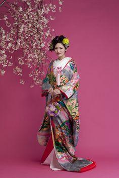 和装 Japanese Costume, Japanese Kimono, Ethnic Fashion, Kimono Fashion, Kimono Design, Wedding Kimono, Traditional Dresses, Traditional Styles, Japanese Characters